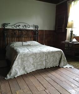 Bedroom #1 / Centennial Mill - Peacefull & Serene - Brogue