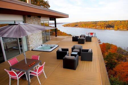 Hudson River Masterpiece - Highland