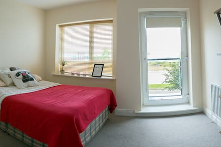 Spacious bedroom. For a longer stay - Finglas - House