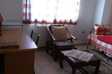 a private room \ studio in downtown - Amman - Bed & Breakfast