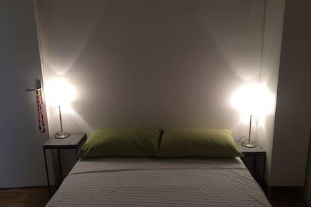 Camera letto piazza e mezza in piccolo app.to - Apartemen
