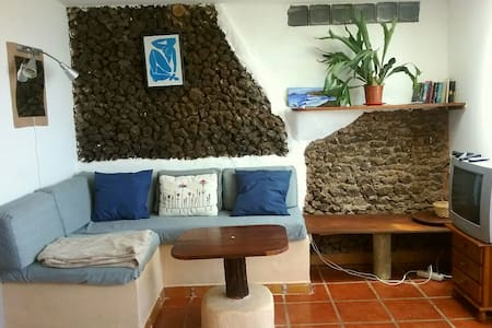 Rustic apartment with sea views - Caleta de Caballo