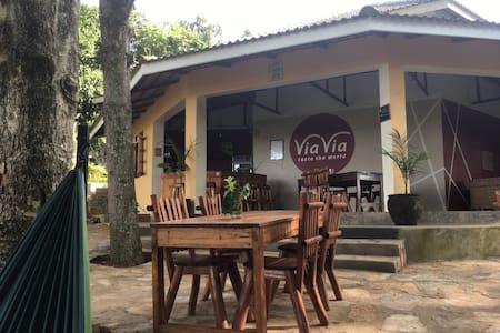 ViaVia Campsite and Dormitory - Entebbe