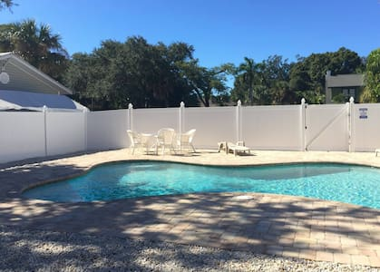 Cottage Green Palm in Fort Myers - Fort Myers - Bungalow