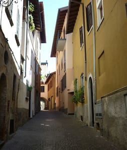 Simple but large apartments 100m from Lake Como - Loft-asunto