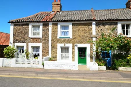 Greylag Cottage - a stone's throw from the Quay - Wells-next-the-Sea - Talo