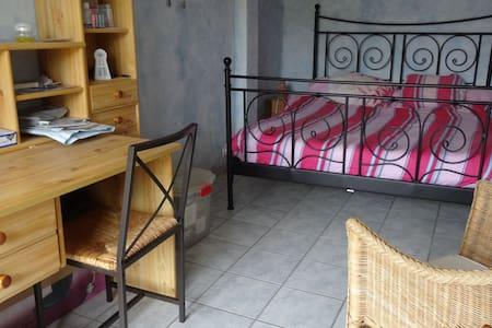 chambre avec terrasse - House