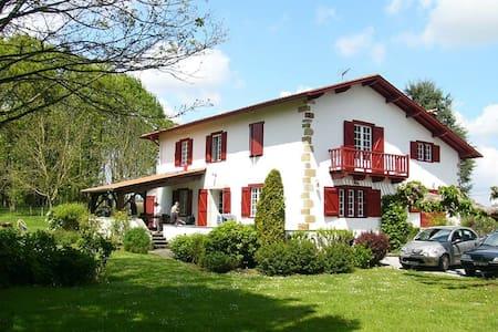 Maison Etxebarnia - Gabat - Dům