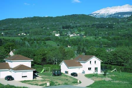 Chambre moderne dans quartier paisible - La Buisse