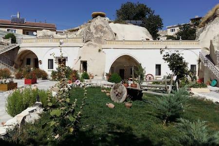 Ortahisar Cave Hotel - Bed & Breakfast