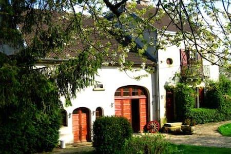 Sfeervolle gîte in klein dorp - Corgirnon - Byt