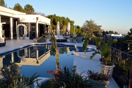 #56 Beverly Hills Oasis w/ Pool/Spa
