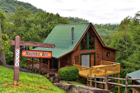 Mountain Dew } Sleeps 6 - Cozy Authentic Log Cabin - Σαλέ