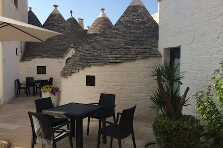 Trulli Family Saturno - Bed & Breakfast