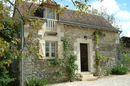 Loire valley nr Chenonceau romantic garden cottage - Talo