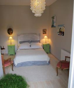 belle maison de village - Bed & Breakfast