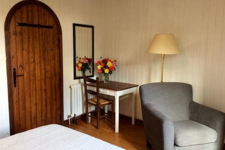 "Chambre indépendante "" Kerose "" - Péaule - Bed & Breakfast"
