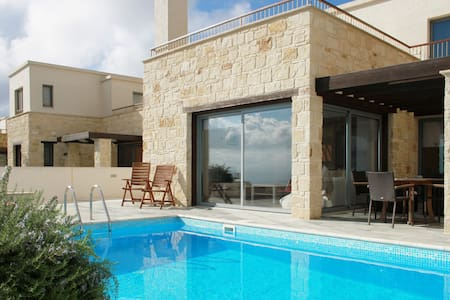 Ocean View 3 Bedroom Villa and Pool - Ineia - Vila
