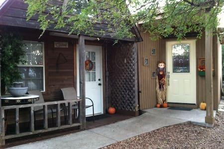 Cowboy Cabin - Granbury - Cottage