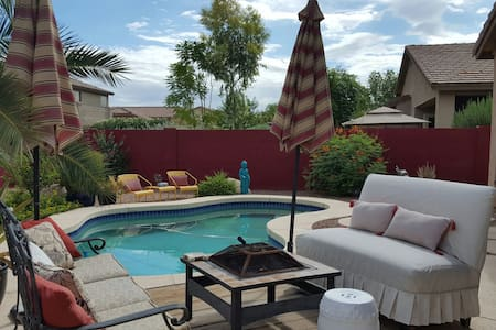 Oasis in the desert. 1-2 bedrooms, 1 private bath - Chandler - House
