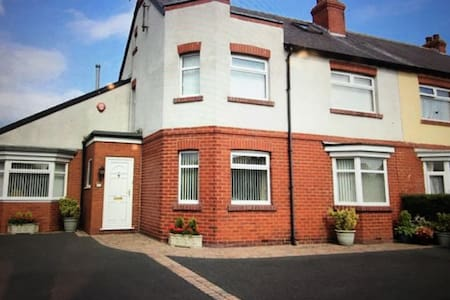 FOUR BEDROOM CHARACTER PROPERTY, SUPERB LOCATION. - House