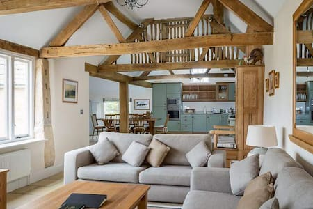 Exclusive use of Cotswold stone converted barn - Near Chipping Campden