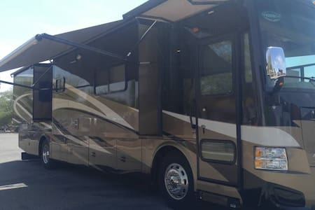 Luxury RV  2014 Tiffin QRA - 4 Slides Sleeps 6 - Wóz Kempingowy/RV