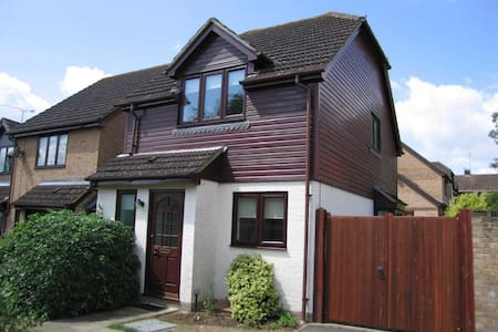 Modern and spacious 2 bed house - Ascot