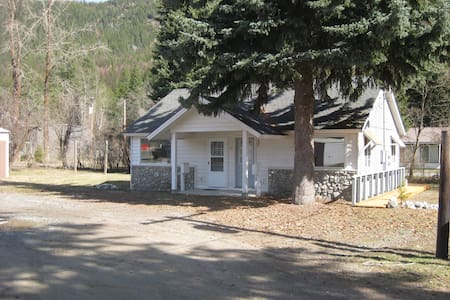 Cozy unit on Idaho/Canada Border - Bonners Ferry