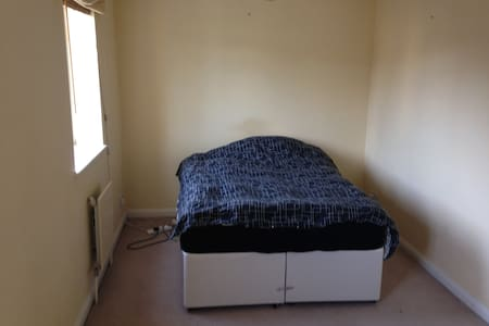 Double Room to let - Esher