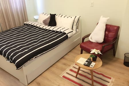 Who's Knock Micro-Apartment - Shilin District