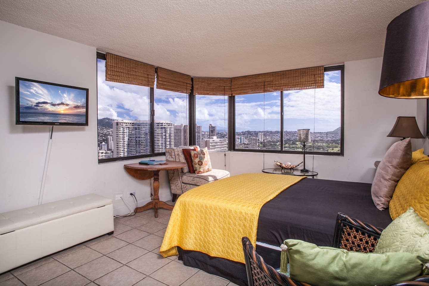 Bedroom #1 with 180 degree ocean and Diamond Head Views.