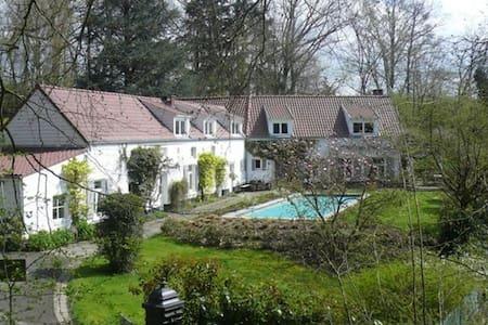 Maison d'hôtes La Marache Chambre 2 - Lasne - Villa