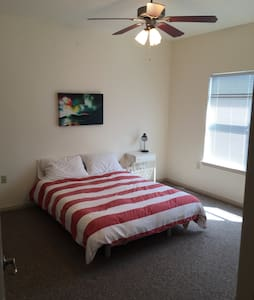 Great location 2 bedroom home - Austin - House