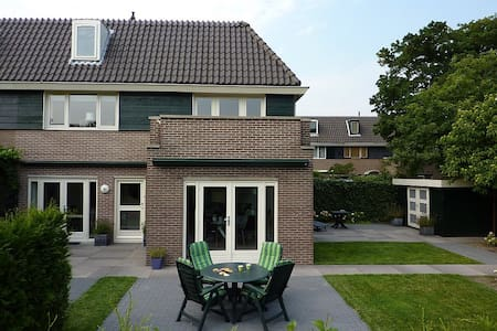 Cozy family home in Blaricum, close to Amsterdam! - House