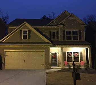 Cozy New 3 Bedroom Home in North Atlanta Area - Ház