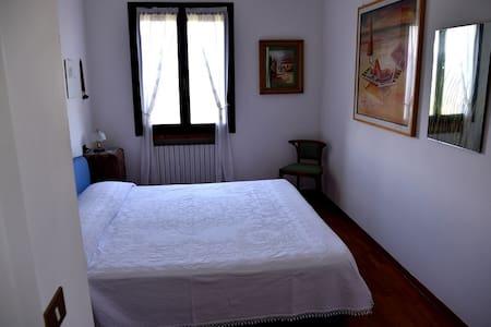 stanza matrimoniale in villa - Sogliano Al Rubicone - Inap sarapan