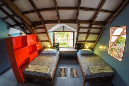 Dorm beds on Malapascua Island - Daanbantayan - Dorm