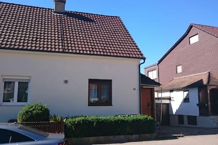 Doppelhaushälfte mit Garten - Casa