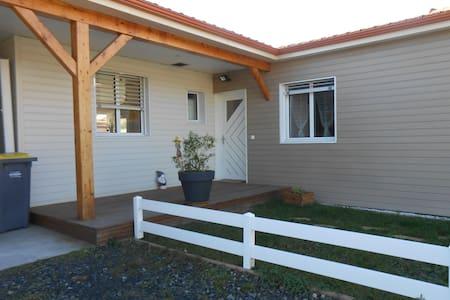 la maison chaleureuse en bois - Saint-Just-Saint-Rambert - Huis