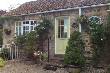 Hall Farm Cottage,Bishop Monkton.North Yorkshire - Bishop Monkton - House