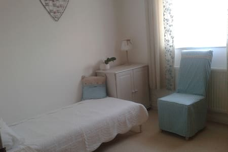 Friendly and welcoming house in Kidlington. - Kidlington - Casa