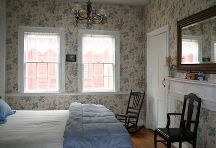 Hopkins House Farm B&B - Aunt Betty's room - Salem - Bed & Breakfast
