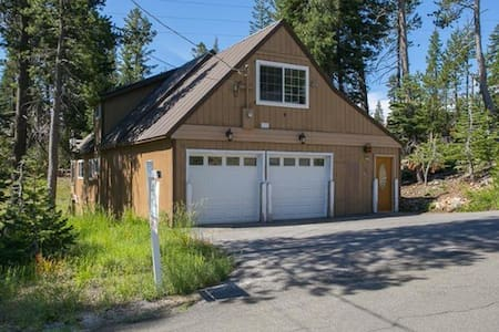 3BD+Loft/2BA Serene Lakes-Sugar Bowl-Hot Tub-Pets - Casa
