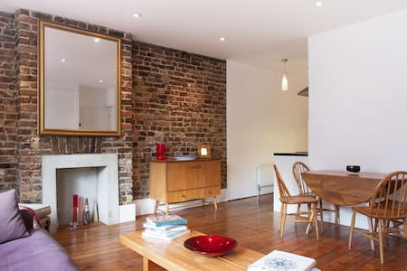 Contemporary 2-bed flat in Brixton