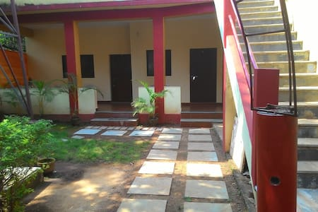 Single room at Anjuna, Centrally located - Villa