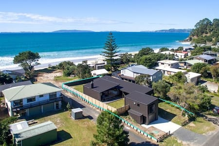 Beach House - 1 min walk to beach - House