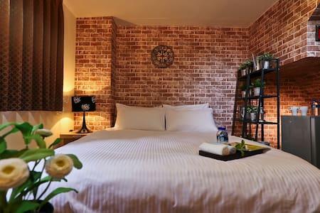台中一中艾拉倫-帕卡尼雙人房全新裝潢,乾淨整潔,寬敞舒適 - Lakás