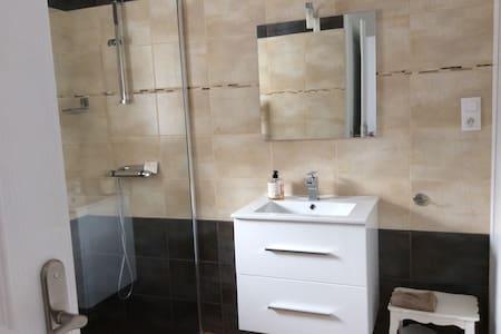 Chambre avec sanitaire et entrée independants - Vichy