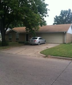 Beautiful, fully furnished home! - Bartlesville - Casa